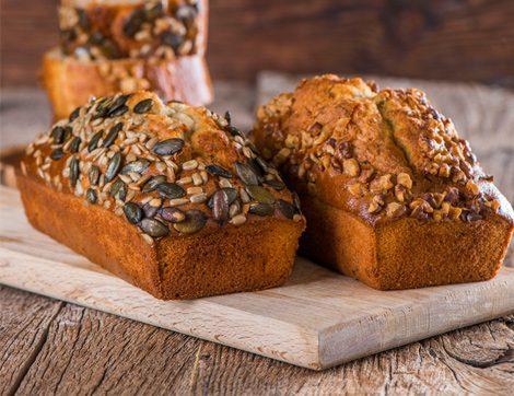 Komşufırın'dan Ev Yapımı Keklere Yeni Yorumlar: Kuruyemişli Kek ve Tahıllı Kek