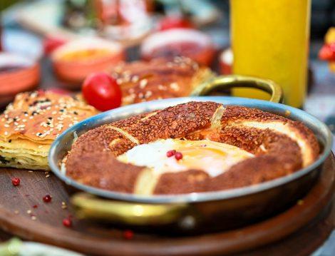 Emirgan Huqqa'da Kahvaltı