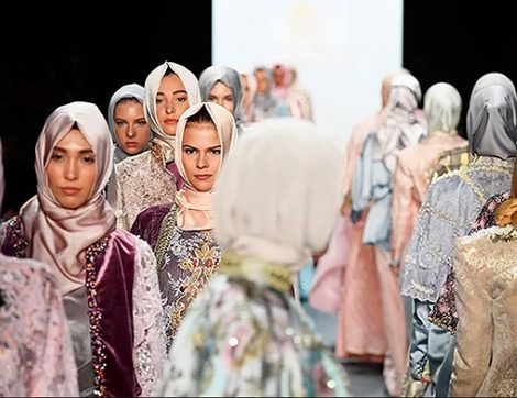 New York Moda Haftasına Damga Vuran İlk Tesettür Defilesi