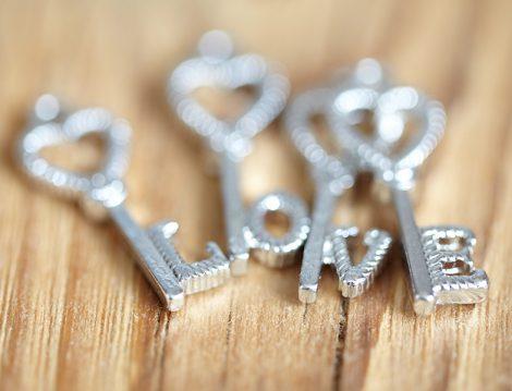 Yeni Yılda Beklediğimiz Sevgi Nasıl Gelir