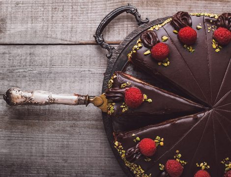 Çikolata Ganajlı Pasta Tarifi