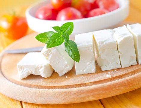 2017'nin 15. İftar Menüsüne İçinden Çikolata Yerine Peynir Akan Sufle Tarifi
