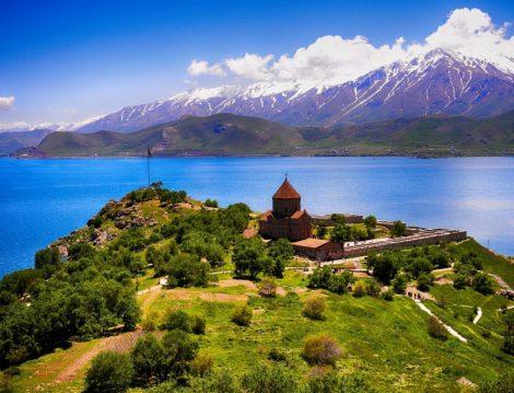 Masmavi Deniziyle Türkiye'nin En Güzel Adalarından Biri Akdamar