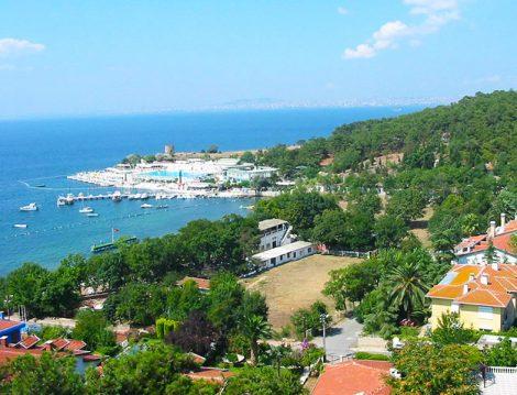 Masmavi Deniziyle Türkiye'nin En Güzel Adalarından Biri Heybeliada