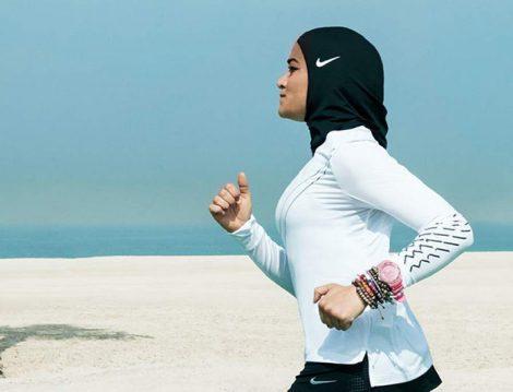 Müslüman Kadın Sporcular İçin Çıkarılan Nike Sporcu Başörtüsünün Tasarım Hikayesi