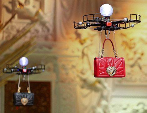 Havada Uçan Çantalar, Sanal Moda Fenomenleri… Dünya Modasında Neler Oluyor?