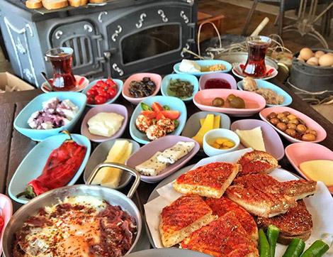 """Bursa'nın Tadına Doyum Olmaz Kahvaltı Mekanı """"Tostça"""""""
