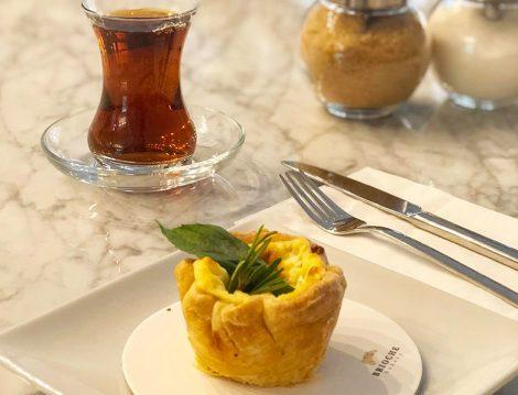 Brioche Bakery Peynir Dolgulu Milföy ve Çay