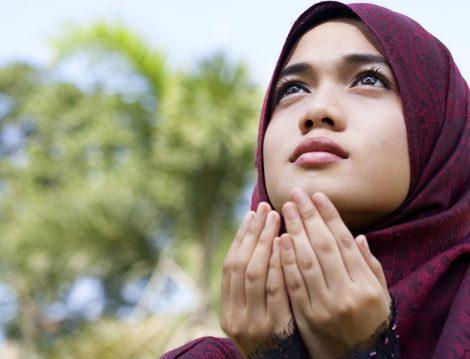 Müslüman Kadın ve Dua Etmek