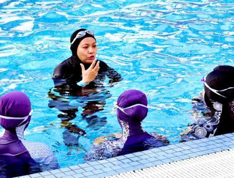 Kadın Antrenör Eşliğinde Kadınlara Özel Yüzme Dersi