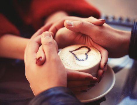 Eşlerin Birbirine Sevdiklerini Söyleyebilmesi