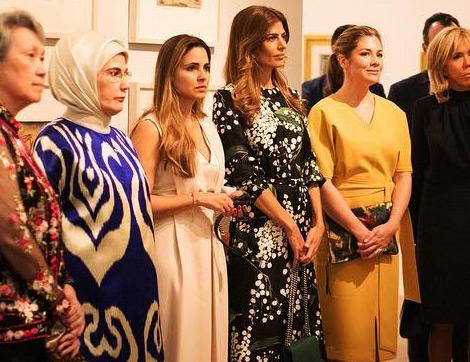 Uluslararası Ziyaretlere Katılan First Ladylerin Giyim Stilleri
