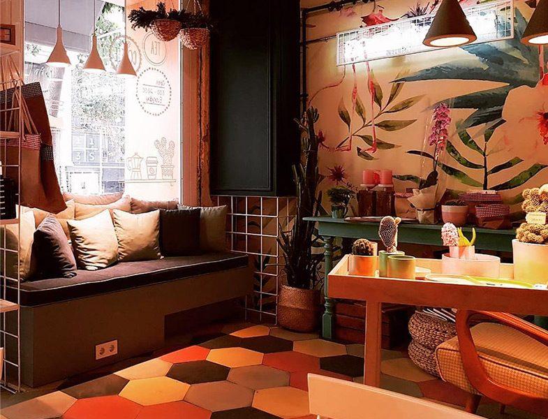 Proje Cafe Galata Okuma Köşesi