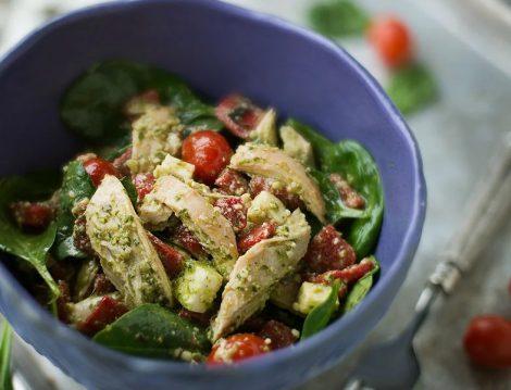 Petso Soslu Tavuk Salatası