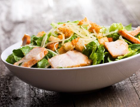 Sezar Soslu Tavuk Salatası