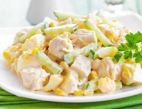 Yoğurt Soslu Tavuk Salatası