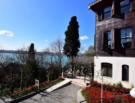 Fethipaşa Korusu Lale Bahçeleri ve Deniz Manzarası