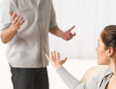 Eşlerin Birbirine Hakaret Etmesi