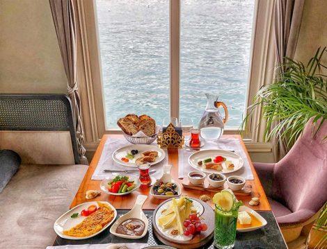 Pembe Yalı Restaurant Boğaz Manzaralı Kahvaltı