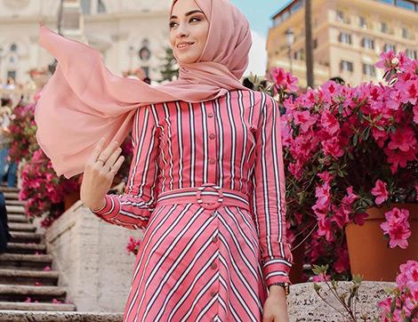 2019 Yazına Çok Yakışacak Pembe Tonlarında Tesettür Elbise Modelleri