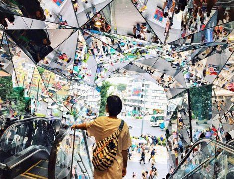 Japonyo Tokyo Yürüyen Merdiven ve Ayna