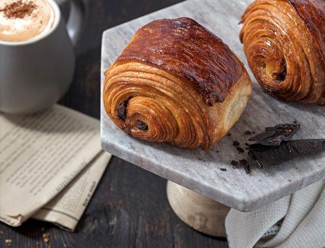 Ünlü Pasta Şefi Karim Bourgi'den Özsüt'e Özel Çikolatalı Kruvasan