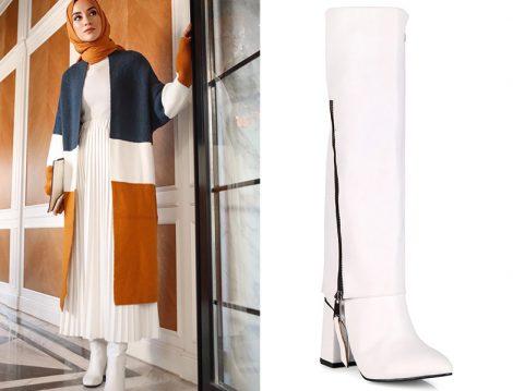 Sena Sever: Kadriye Baştürk Beyaz Pliseli Etek - Oblavion Beyaz Kadın Çizme