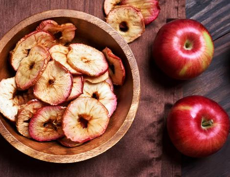 Elmanın Faydaları ve Günde Kaç Tane Elma Yemeli? Sağlıklı Bir Atıştırmalık Elma Cipsi Tarifi