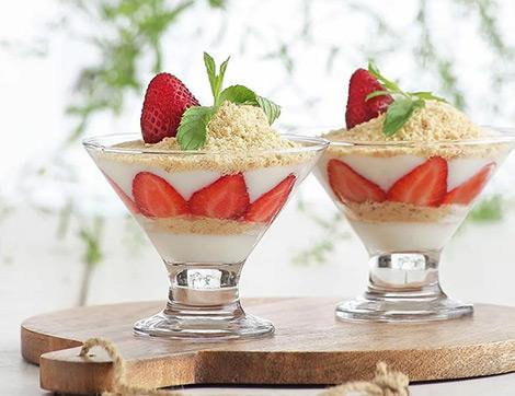 Yaz Sıcaklarına İyi Gelecek Çilekli Magnolia Tarifi