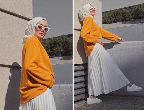 Kübra Doğan - Kevser Sarıoğlu Turuncu Sweat ve Beyaz Pliseli Etek
